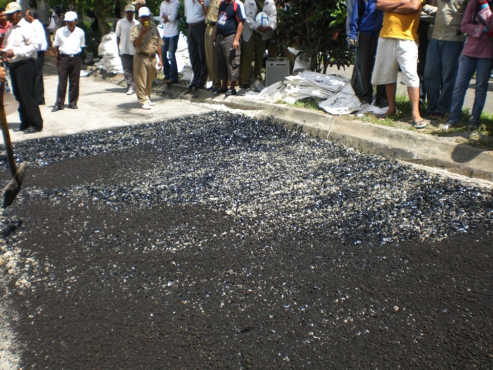 PAVING THE FIRST GRANULAR ASPHALT